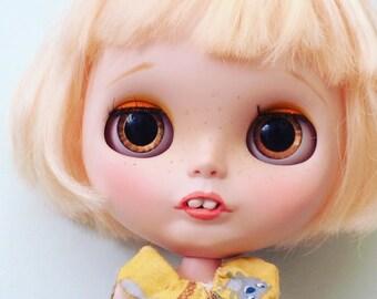 Custom Blythe Doll - with short blonde bob - Sheila