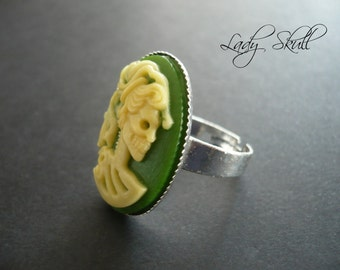 Skull cameo ring - Yellow and green on silver