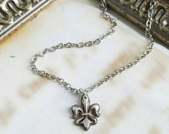 fleur de lis necklace sterling silver necklace mardi gras. Black Bedroom Furniture Sets. Home Design Ideas