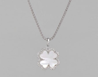 necklace of gold white 14 k 0.5 CT of diamonds