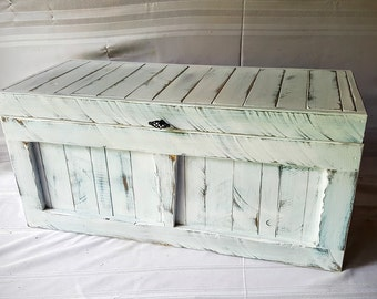 Primitive trunk / reclaimed wood / white distressed