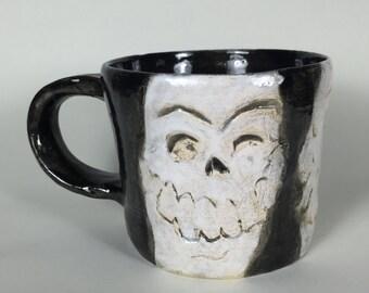 Three Skulls, Mug
