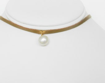 Gold Leather and Pearl Chocker