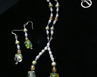 Beaded Necklace and Earring Set (Green)
