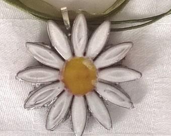 Daisy pendant