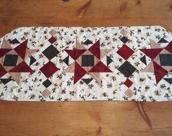 Winterberry Pieced Quilted Tablerunner