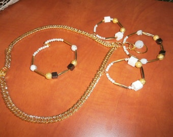 Set necklace and bracelet