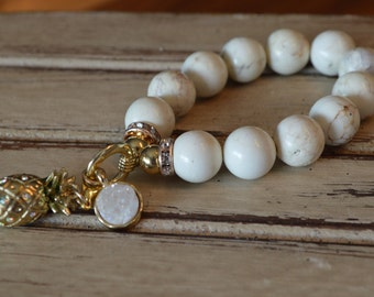 Bracelet of pearls with pineapple and Crystal pendant