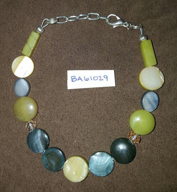 Avocado Green Bracelet / Jade Bracelet / Mother of Pearl / Natural Stone Bracelet / Boho Jewelry / Hippie Bracelet / Stone Bracelet /BA61029