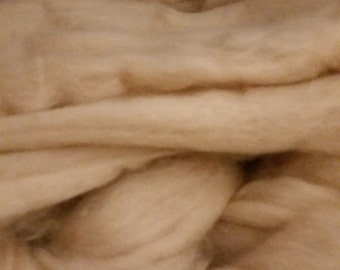 Baby Camel combed top roving Cream 16-17 microns 28 grams