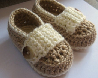 Baby booties, baby slippers, crib shoes // Many colors and sizes to choose from // Baby shower gift