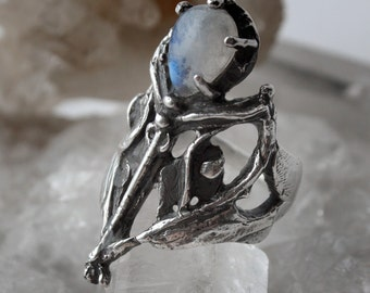 Drop Armour // Moonstone and Silver Ring