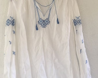 White Ukrainian cotton tunic/peasant blouse with blue embroidery