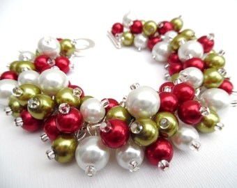 Christmas Bracelet, Chunky Bracelet, Red White and Green, Christmas Jewelry, Beaded Bracelet, Holiday Jewelry, Festive Cluster Pearls, Gift