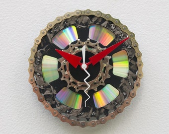 bicycle parts gift, bike parts clock,cyclist gift, Recycled Bike Gears Clock, boyfriend gift, girlfriend gift,  unique repurposed bike clock