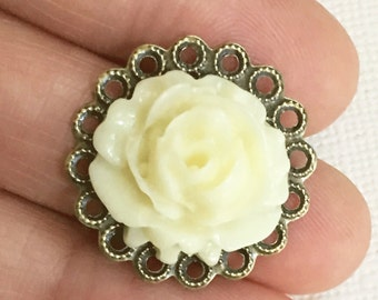 2 pcs of Acrylic Vintage flower Cabochons with antique brass filigree Ivory color 25mm