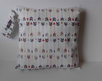 Wet Dry Bag, Wet Bag, Diaper Keeper, Cloth Diaper Bag - Cream Arrows
