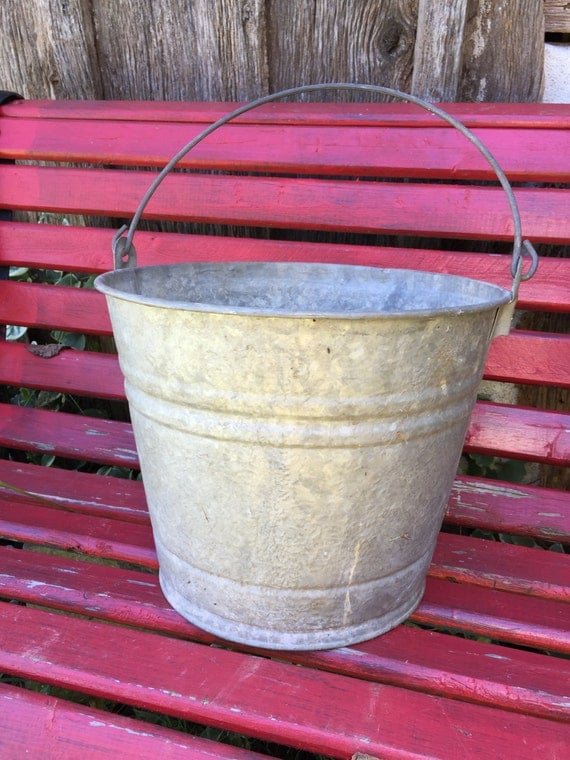 Wonderful old well loved antique galvanized country for Galvanized well bucket
