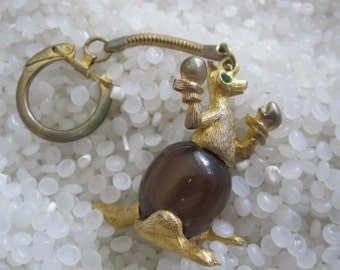 vintage key chain, boxing kangaroo  key chain, gold tone, brown stone belly