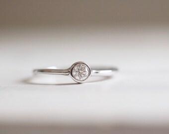 Diamond ring. 18kt White Gold Solitaire ring. Anniversary Ring, Engagement ring, Wedding ring, white gold diamond ring, solitaire ring.