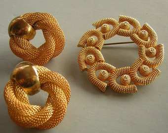 Earring Brooch Set Gold Tone Mesh Wreath Design Pierced Earrings Warm Splendor Vintage 80s