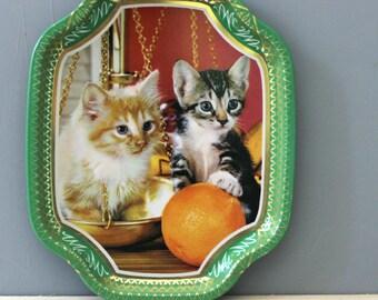 Kitten Kitsch.  1970s cat Elite tin tray, made in England.