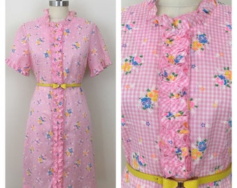60s Dela-Ann Pink Gingham Floral Ruffle Short Sleeve Robe, Size Medium to Large