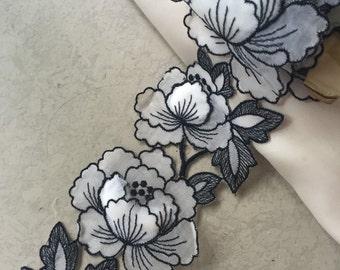 Vintage B/W Floral Trim