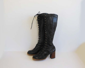 70's boots / Groovy Granny Vintage 1970's Sbicca Lace Up Boots