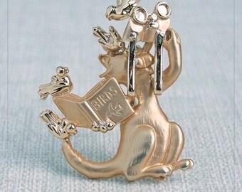 Vintage Signed AJC Goldtone/Matte Clueless CAT BiRD WATCHiNG with BiNOCULARS Brooch/Pin MiNT