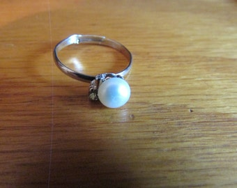 creamy white pearl ring