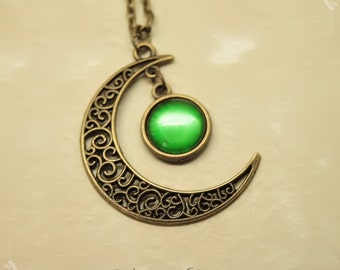 "Necklace ""Gealaí"" Celtic Moonlight Green with metallic effects Bronze"