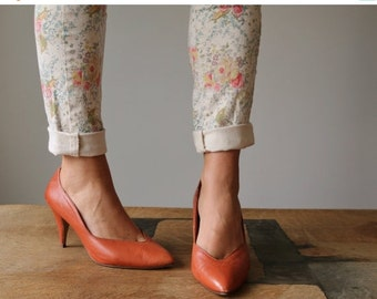 ON SALE 1980s Burnt Orange Pumps >>> Size 8