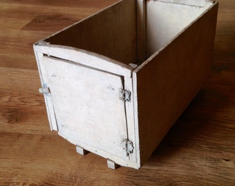 Strange but Interesting Handmade Vintage Primative Box