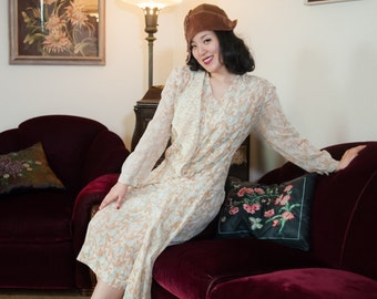 Vintage 1920s Dress - Soft Leaf Print Cotton 20s Day Dress with Ivory Collar and Drop Waist
