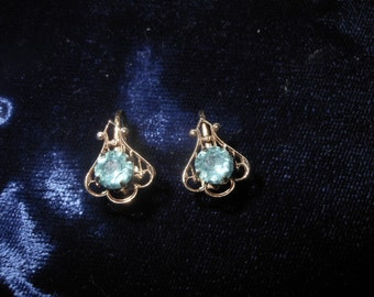 Vintage Rhinestone Screw Back Earrings with Blue Rhinestone