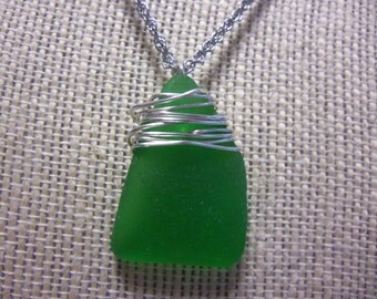 "20"" Adjustable Silvertone Necklace with Genuine Green Wire Wrapped Seaglass Pendant"