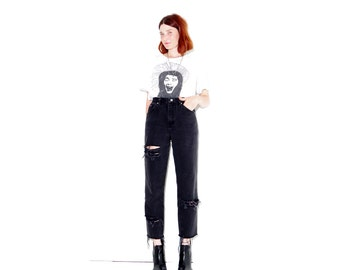 vintage BLACK ripped jeans LEE JEANS // mom jeans high waisted jeans boyfriend jeans distressed jeans black jeans 90s grunge 90s clothing