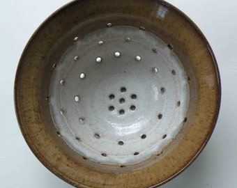 Fruit Bowl, Handmade Stoneware Colander, Ceramic, Large Berry Bowl, Caramel, Speckled White with Gray, Spaghetti Strainer
