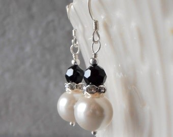 Black and Cream Pearl Dangle Earrings, Pearl Bridesmaid Earrings, Bridal Party Jewelry, Black and White Wedding, Swarovski Pearl Earings