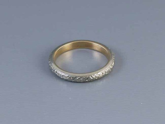 Vintage wedding band ring two tone 18k white and yellow gold, 5 grams, size 8