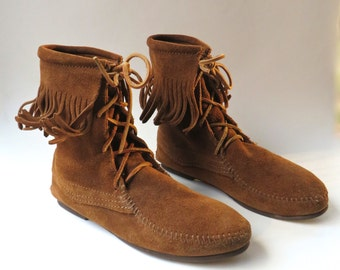 vintage Minnetonka Brown Suede Fringed Lace-Up Moccasin Booties / Boho Hippie Festival Tramper Boots