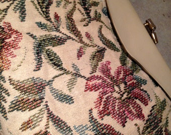 Floral Tapestry Handbag with Kiss Clasp