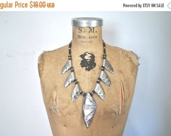 SALE 40% OFF Silver Ethnic Necklace / shark teeth / 1980s vintage / bold chunky