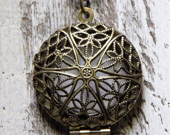 Antique Brass Locket Necklace Essential Oil Diffuser Locket Aromatherapy Filigree Openwork Design Pendant Vintage Locket Boho Jewelry