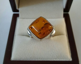 Vintage Sterling Silver and Amber Cabochon Ring Size 6 1/2