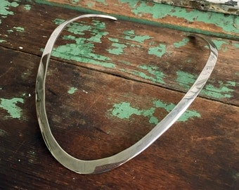 Sterling Silver Vintage 925 Polished/ hammered Round Collar Necklace 42.4 grams