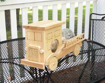 Rustic Flat Nose Fire Truck Wooden Squirrel Feeder