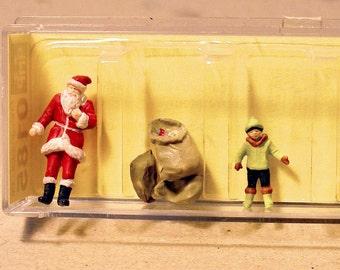Preiser HO Scale Santa Claus and Family Diorama Cake Topper Holiday figurine