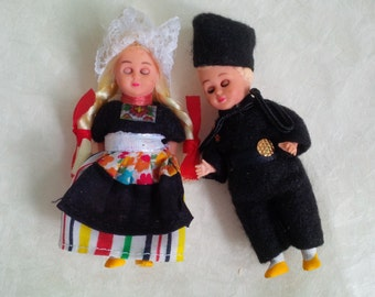 Vintage miniature folk costume Dutch dolls, boy girl - Traditional Volendam Holland dolls - The Netherlands souvenir
